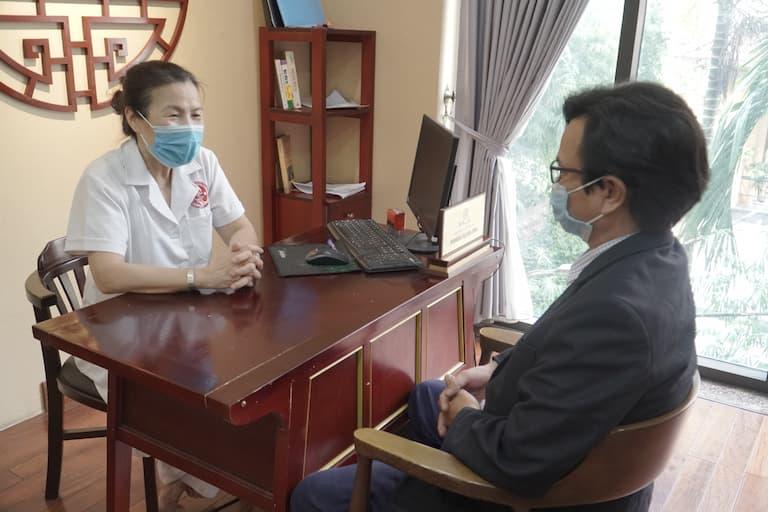 Anh Nguyễn Văn Nam sau thời gian tìm hiểu quyết định đến tư vấn và khám tại Nhất Nam Y Viện