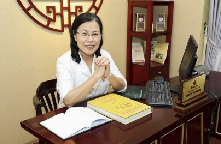 TS.BS Nguyễn Thị Vân Anh đã có hơn 40 năm điều trị theo YHCT