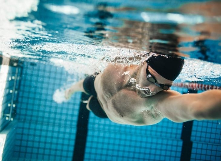 Bơi lội rất tốt cho sinh lý nam giới