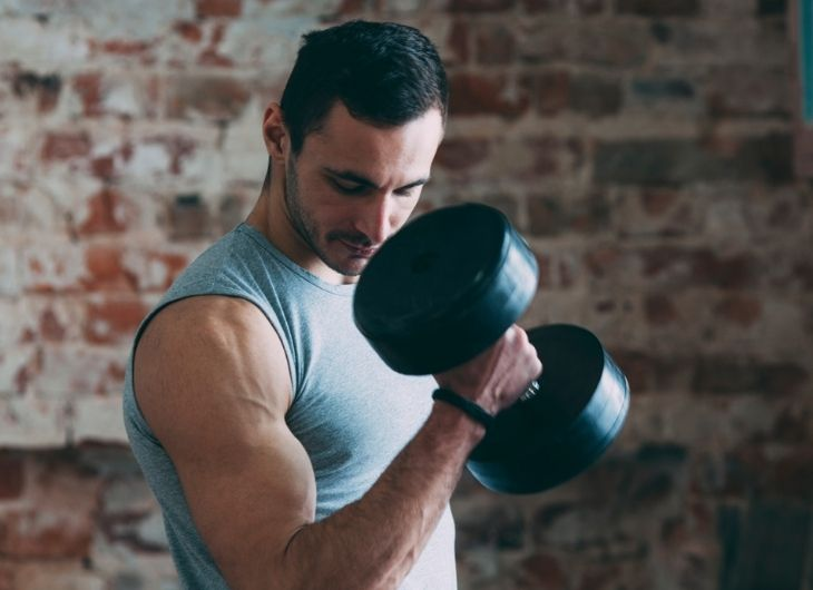 Các bài tập gym với tạ sẽ giúp anh em cải thiện sinh lý