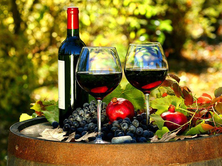 Rượu vang đỏ có chứa nhiều thành phần giúp phục hồi sinh lý phái mạnh hiệu quả