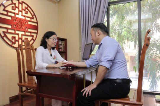 Ts.Bs Nguyễn Thị Vân Anh có nền tảng kiến thức sâu rộng, chuyên môn vững chắc và bề dày kinh nghiệm về điều trị dạ dày
