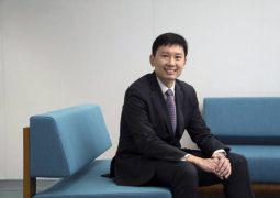 Anh Hùng hiện đang là giám đốc của một công ty nhựa gia dụng tại Hà Nội