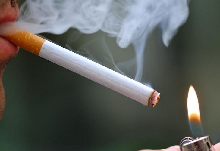 Thuốc lá là nguyên nhân hàng đầu gây viêm phế quản, ho kéo dài